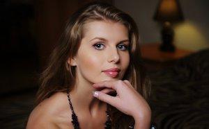 Beautiful glamour model Margita Lesna shows her bald pussy in mesh stockings