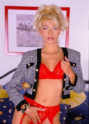 Sultry MILF Lea Martini sheds vintage duds to pose in garter and stockings