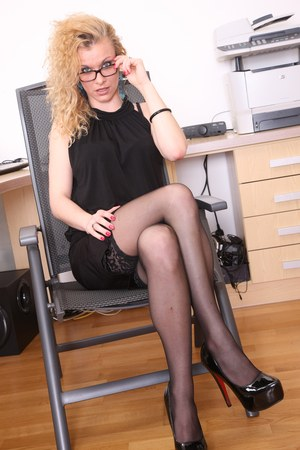 Blonde secretary spills cum from creases of mouth after hardcore sex with boss