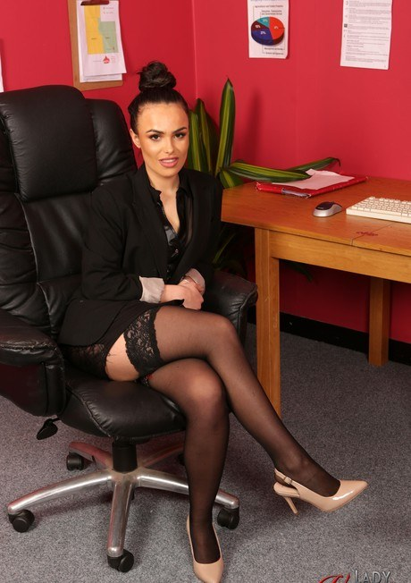 Brunette secretary Saskia Jade flaunts her sexy ass while her boss jerks off