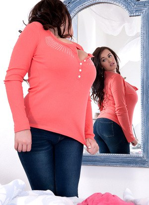 Curvy MILF Leanne Crow admires herself in a mirror before baring her knockers