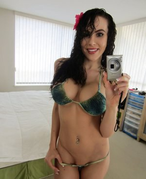 Amateur female Katie Banks bares her knockers while taking bikini selfies