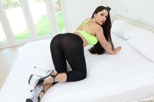 Thick American Latina Savannah Jane gets her ass massaged by Seth Gamble
