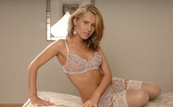 Slutty blonde Sweet Zuzanna in lace lingerie spreading legs to flash pink
