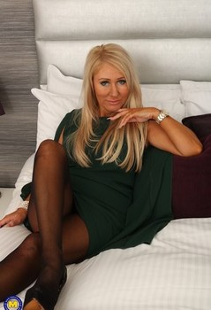 Hot mature blonde smiles as she removes her clothing to get on her knees