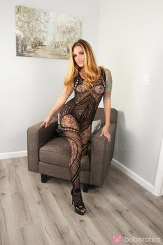 Hot MILF Teagan Presley blows a kiss after toying her twat in bodystocking