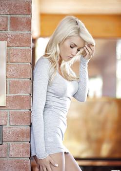 Tattooed blonde babe Taylor Seinturier stripping off her clothes