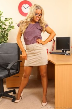 Slutty secretary Tamar poses in stockings and shows her hot tits in the office