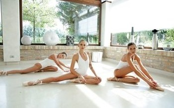 3 beautiful ballerinas pleasure each other with tongues and double dildos