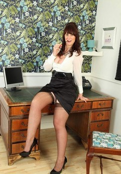 Older secretary Toni Lace shows her trimmed pussy atop her office desk