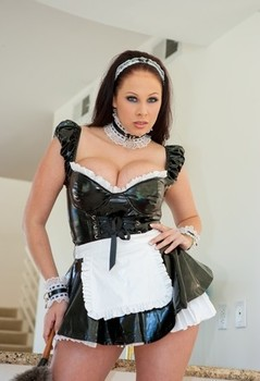 Brunette chick Gianna Michaels frees her big boobs from maid's outfit