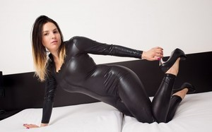 Solo model releases her great breasts from latex cat suit in stiletto heels