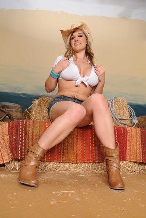 Blonde American farm girl Dayna Vendetta strips to her cowgirl boots