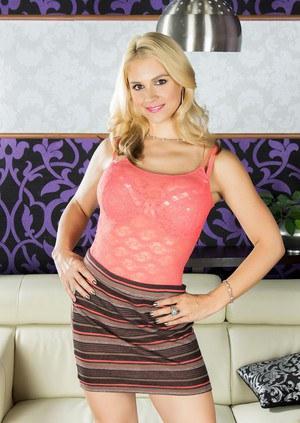 Blonde chick Sarah Vandella does a striptease to model nude in heels