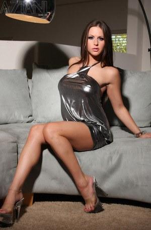 Hot brunette model Rachel Roxxx bares her big tits after fingering herself