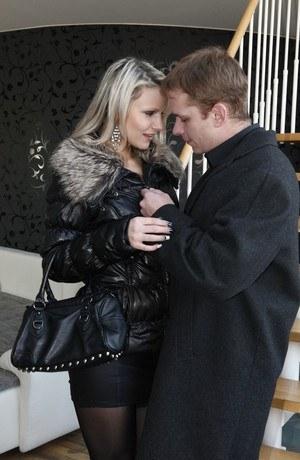 Horny blonde Samantha Jolie slides her black thong aside to get banged