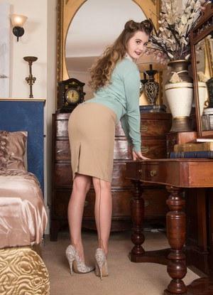 Classy solo model Brook Logan crosses her legs in back seam nylons