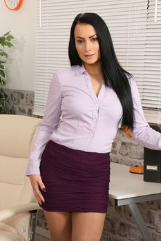 Smoking hot MILF Kelli Smith unveils her arm tattoo & tiny tits in the office