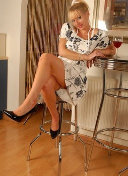 British MILF Michelle Manzer pulls down her knickers in tan nylons and garters