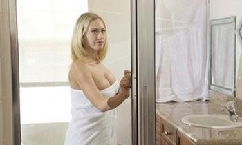 Big boobed blonde Kagney Linn Karter gets banged in the shower