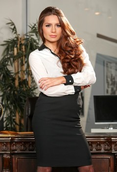 Hot businesslady Veronica Vain touts her sexy ass after stripping to stockings