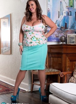 Sexy fatty Nikki Smith in tight skirt teases with her massive big boobs bared