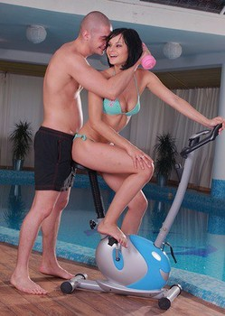 Brunette pool slut Abbie Cat takes off bikini for ball licking & doggystyle