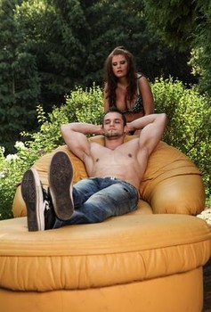 Thick girl face sits a guy on the patio before a cumshot on tits after fucking