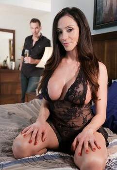 Mature MILF Ariella Ferrera facesitting & getting big fake tits cum covered