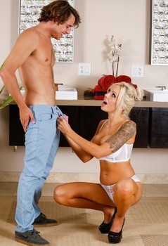 Tattooed blonde Nina Elle provides a soapy massage and happy ending