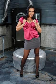 Busty porn icon Rachel Starr posing in super sexy black lingerie