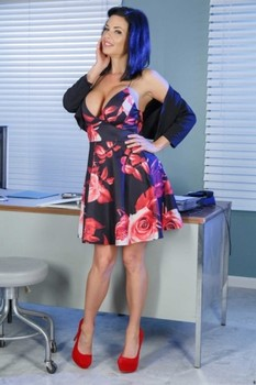 Smoking hot pornstar Veronica Avluv shows her big breasts & poses in red heels
