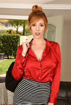 Tall redhead over 30 Lauren Phillips showcases her muff after undressing