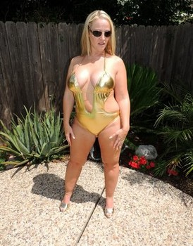 Blonde chick Dee Siren shows her big ass in gold swimsuit and sunglasses