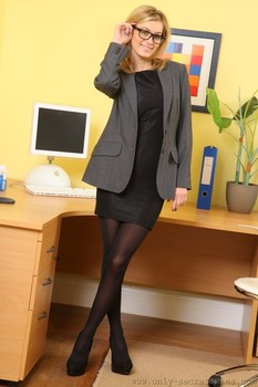 Blonde geek Summer drops her uniform and displays her perfect boobs