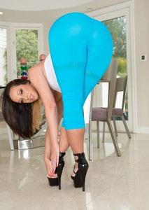 Hot Jada Stevens pulls down her tight yoga pants and shows her killer booty