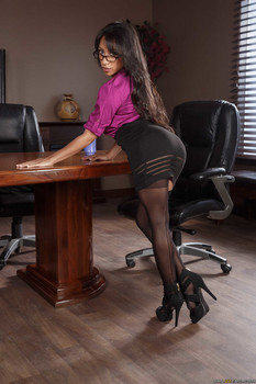 Latina with big tits and ass Priya Price gets naughty in the office