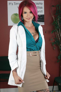 Female pharmacist Anna Bell Peaks doubles as a nude model by night