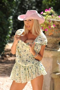 Blonde seductress Sexy Venera flaunting her saggy natural tits outdoors