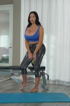 Sybil Stallone in yoga pants