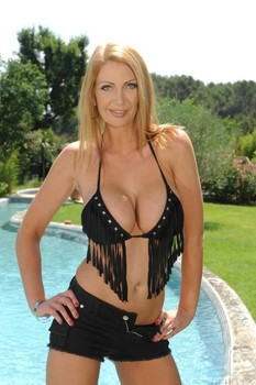Hot European Leigh Darby reveals her big breasts & shaved twat in the pool
