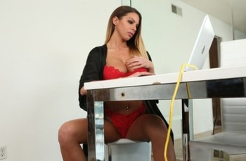 Stunning brunette MILF Brooklyn Chase flaunts her fakes while getting fucked